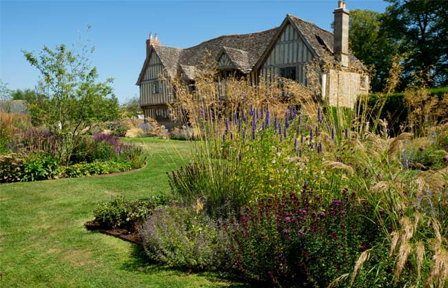Yelford Manor garden design and landscaping